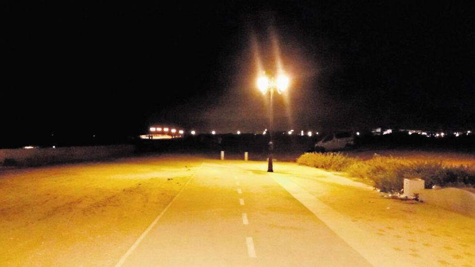 הטיילת באשקלון - חשוך פה, חשוך פה (צילום: יסמין גיל)