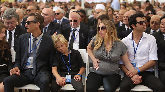 Other members of Peres's family (Photo: Gil Yohanan)