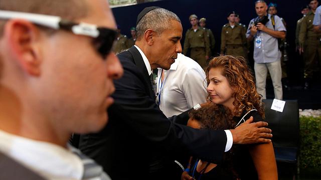 Obama offers his condolences to Peres's family (Photo: EPA)