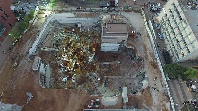 """אתר הבנייה שקרס בתל-אביב (צילום: דובר צה""""ל)"""