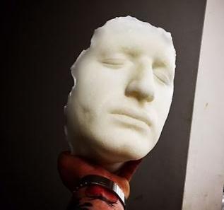 לאכול או לא לאכול - זו השאלה, פרצוף עשוי סוכר של השף אלכסנדר לחניש (צילום: מתוך התערוכה DROWNING IN SUGAR)
