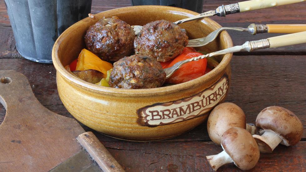 קציצה משולשת: 3 מתכונים בדוקים לקציצות בשר ברוטב