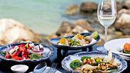 סוגרים את הקיץ: סלטי דגים עם פירות