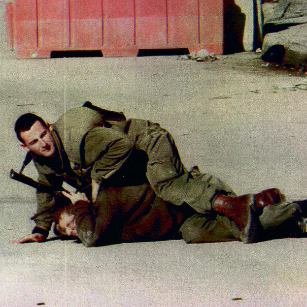 """1997 , מנטרל את החייל שירה בחברון. """"בגליל הייתי סלב, רק המתנחלים לא מתו עליי"""" ()"""