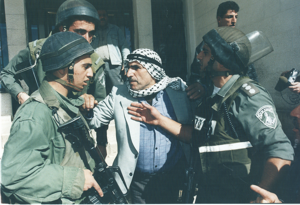 IDF troops in Hebron in the aftermath of Friedman's shooting attack in 1997 (Photo: Zoom 77)