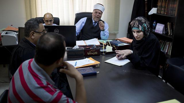 Reema Shamashneh, (R), argues a case in the Islamic family court in Ramallah (Photo: AP)