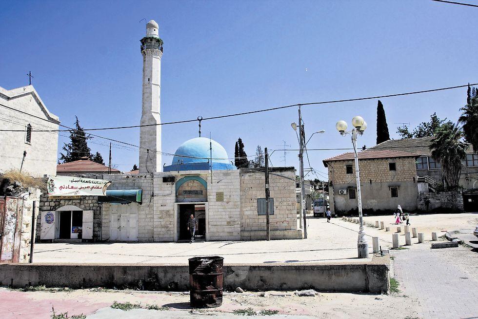 מסגד בלוד. מחפשים פתרון לעוצמת הרעש (צילום: אבי מועלם)