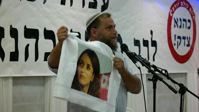 Gopstein waves his Lucy Aharish rag (Photo: Eliran Aharon, Channel 7)