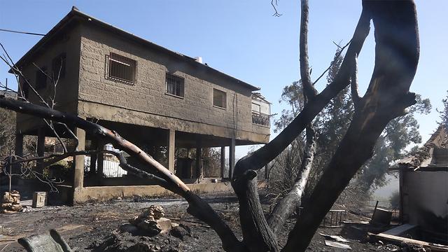 בית שנשרף בבית מאיר (צילום: אוהד צוייגנברג)