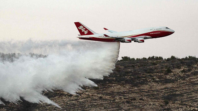 Supertanker in action near Nataf (Photo: AFP) (Photo: AFP)