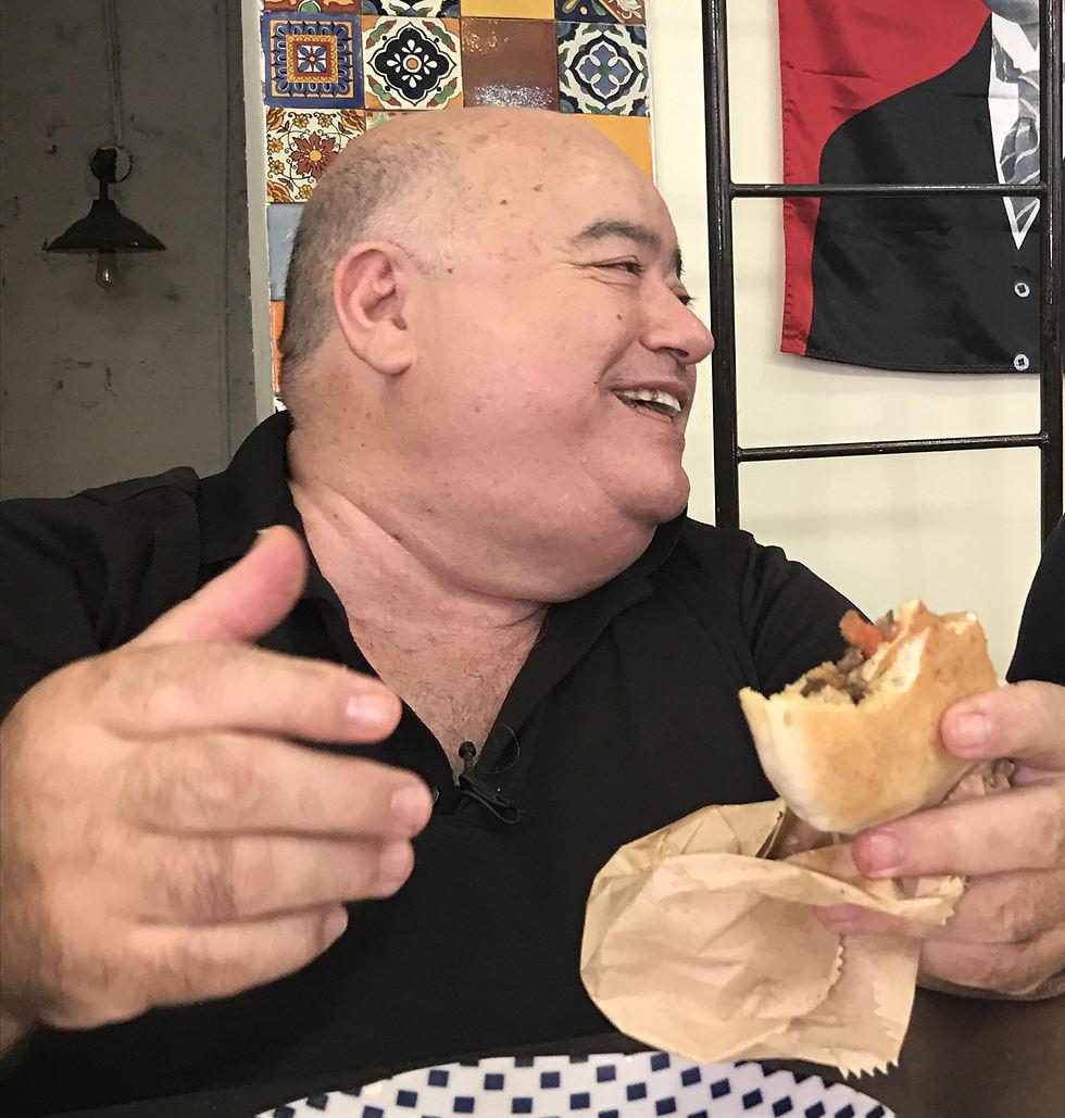 """איש מאושר זולל, ד""""ר שקשוקה (צילום: תיקי גולן)"""