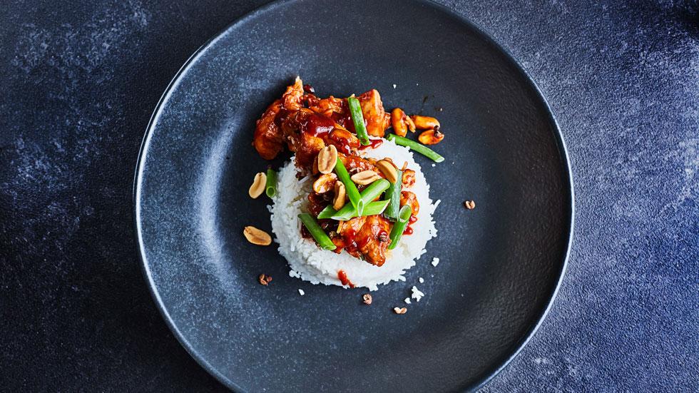 בלי תועפות סוכר: עוף מוקפץ בדיוק כמו שמכינים אותו בסין