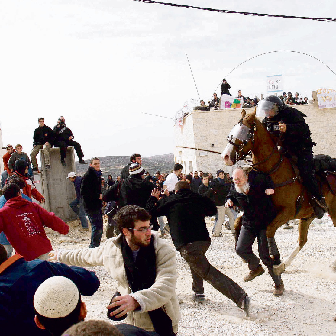 The Amona evacuation of 2006. More than 200 people were injured (Photo: Amit Shabi)