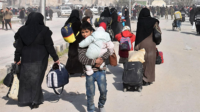 Residents flee eastern Aleppo as fighting goes on (Photo: AFP)