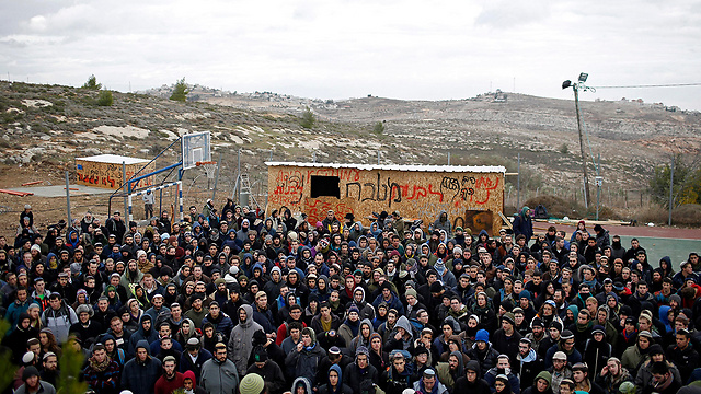Protestors in Amona (Photo: EPA)