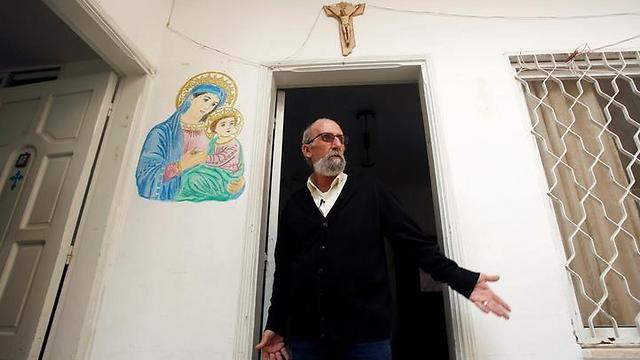 Naser Jelda at his home in Gaza (Photo: Reuters)