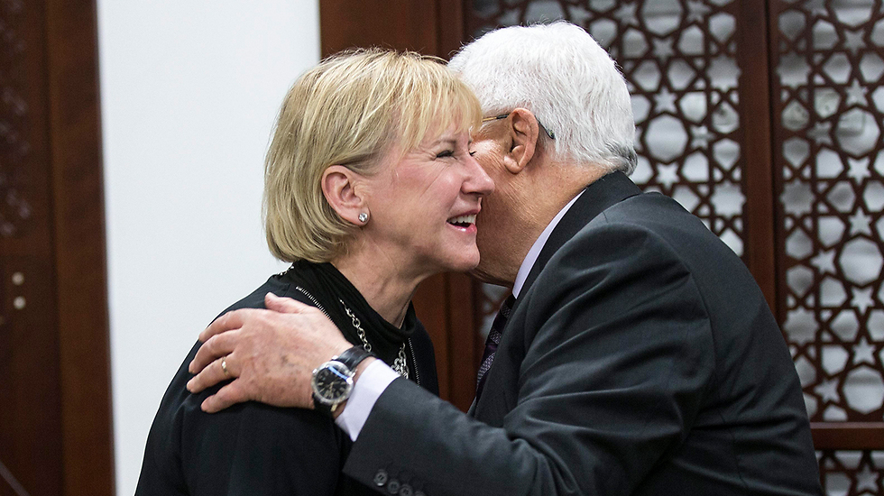 Wallström and Abbas (Photo: EPA)