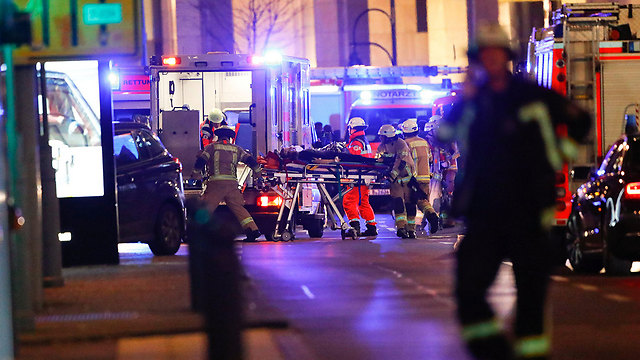 Evacuating the injured from the site of the attack (Photo: Reuters)