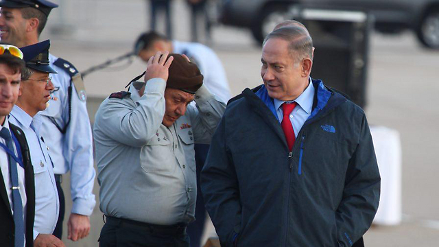 Eisenkot and Netanyahu. Will the chief of staff's term be extended by a fourth year? (Photo: Motti Kimchi)