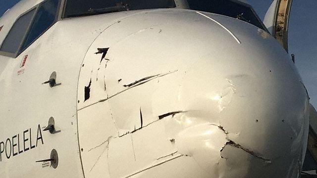 כך נראה חרטום המטוס לאחר הפגיעה של הרחפן בו ()