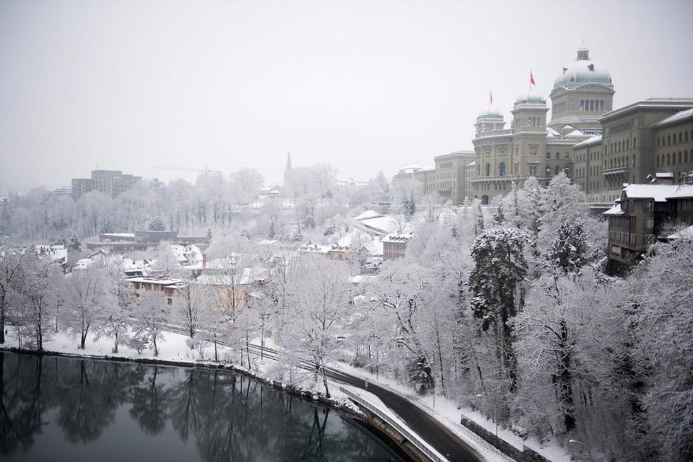 אחרי חורף יבש יחסית - השלג הגיע גם לשוויץ (צילום: EPA)