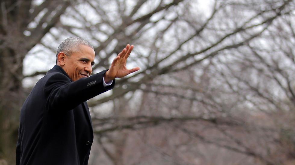 אובמה אמש ביציאה מהבית הלבן (צילום: רויטרס)