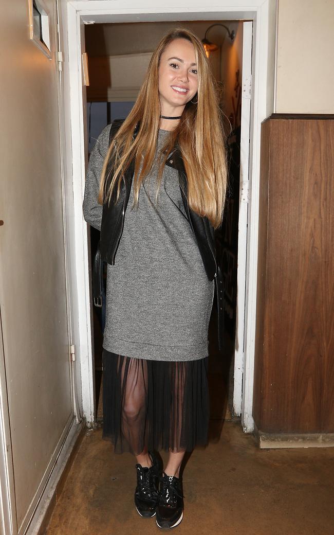 זה חצאית? זה שמלה? זה מחובר? קסניה טרנטול (צילום: ענת מוסברג)