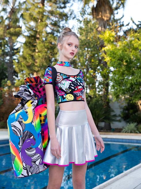 """""""אני נערה, וההשראה שלי מגיעה מהעולם הזה"""". עיצוב של אורי מינקובסקי (צילום: ענבל מרמרי)"""