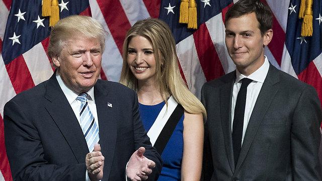 Дональд Трамп с дочерью Иванкой и ее супругом Джаредом. Фото: AFP