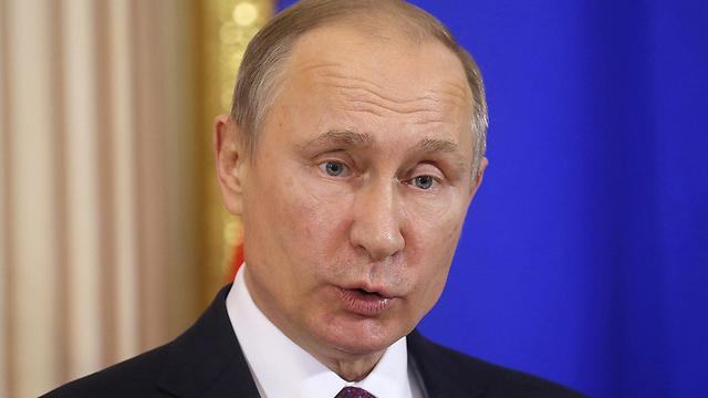 לרוסים אין שום כוונה לנהל משא ומתן אמיתי בין הצדדים הנצים בסוריה, אלא להתקדם במסלול הצבאי. פוטין (צילום: EPA)