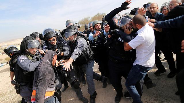 Violent clashes in Umm al-Hiran (Photo: Reuters)