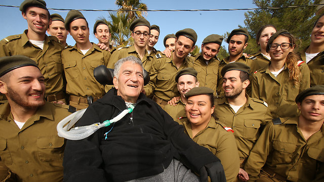 Levy with a group of lone soldiers (Photo: Elad Gershgoren)
