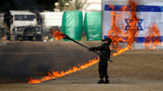Child burns Israeli flag during graduation ceremony (Photo: Reuters) (Photo: Reuters)
