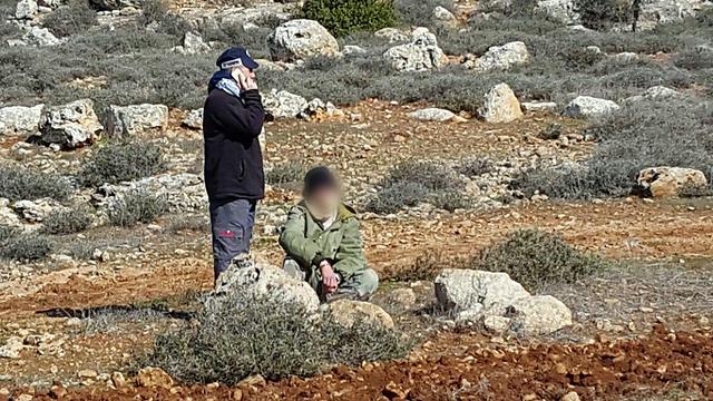אחד הנאשמים באזור התקיפה (צילום: זכריא סדה)