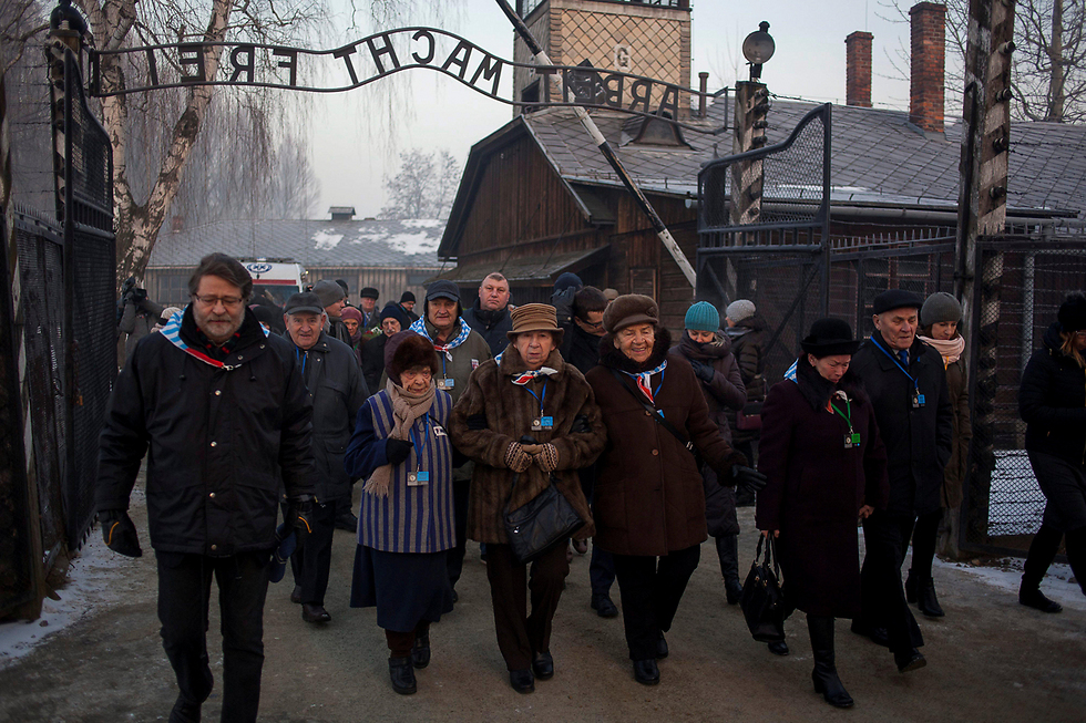 Survivors walk through the gates of Auschwitz (Photo: Reuters) (International Holocaust Remembrance Day (Photo: Reuters))