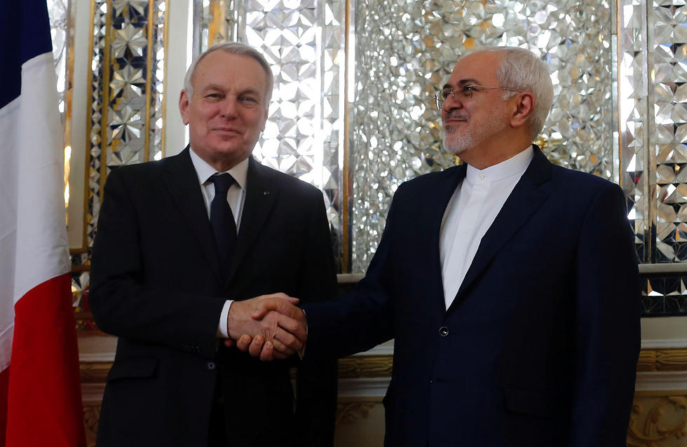 French FM Jean-Marc Ayrault (L) and Iranian FM Mohammad Javad Zarif (Photo: AFP)