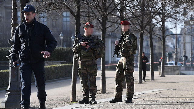 Police seal off the area (Photo: AFP)