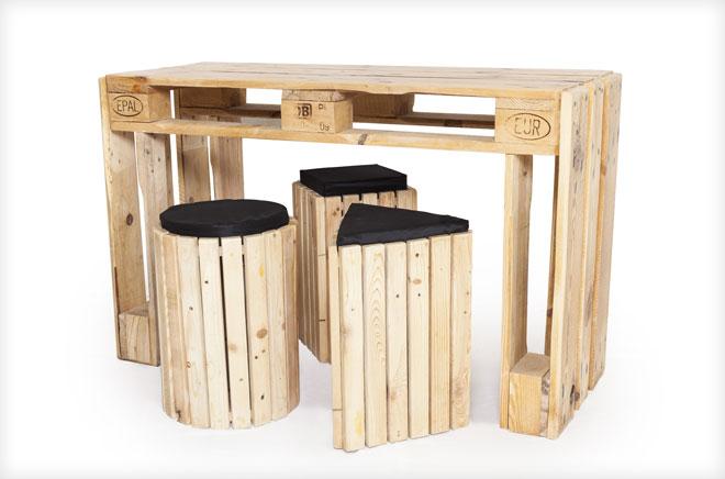 שולחן וכסאות לבר (צילום: ינאי דיטש)