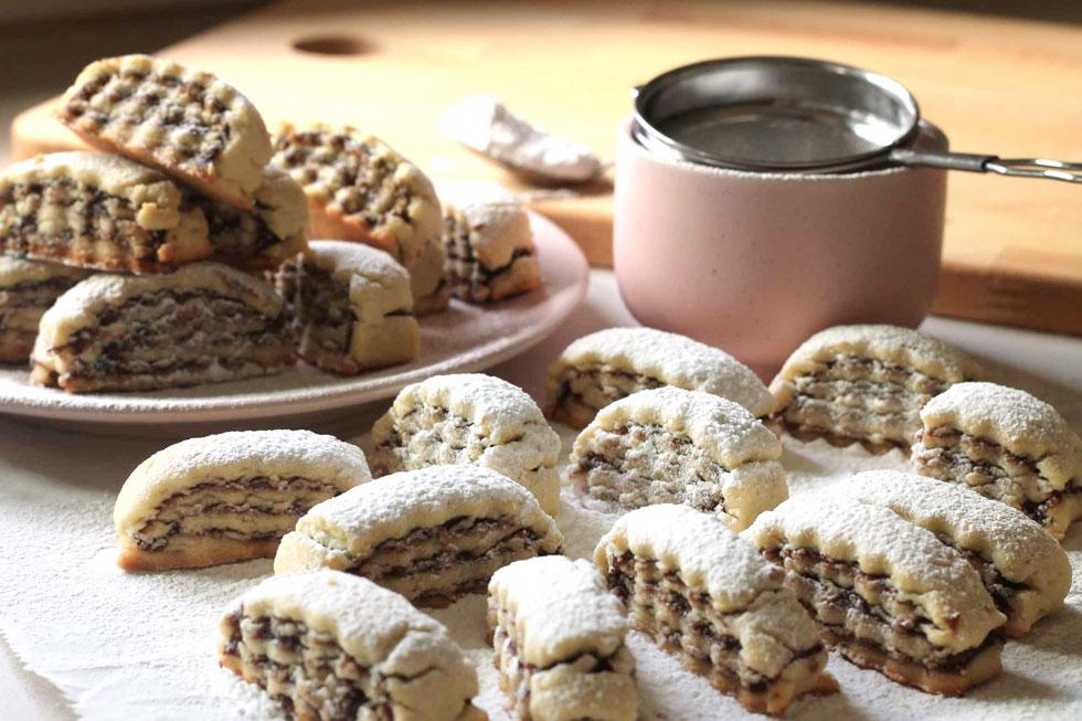 עוגיות תמרים ואגוזים עם קינמון (צילום: אורלי חרמש)