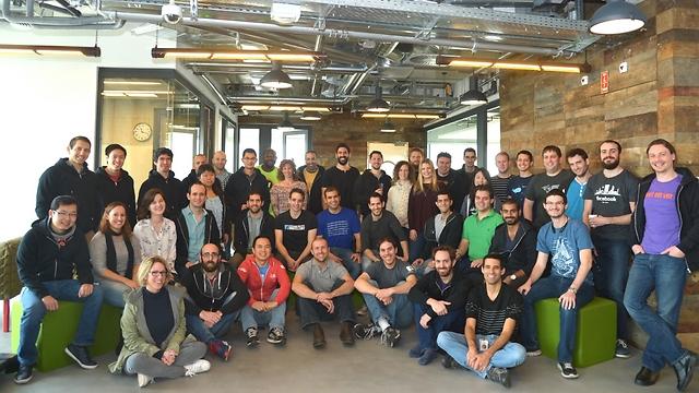 הצוות הישראלי של פייסבוק lite (צילום: פייסבוק)