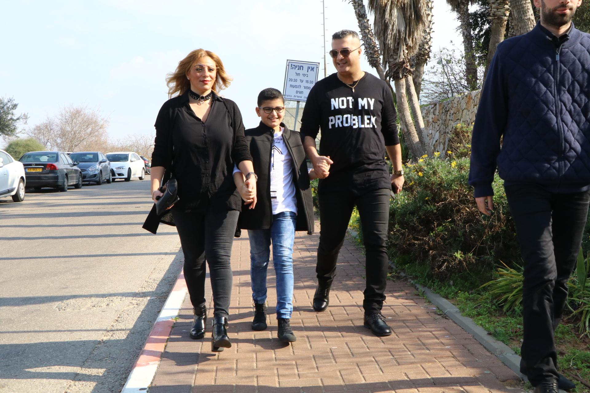 רון שובל עם אשתו והילד (צילום: אמיר מאירי)