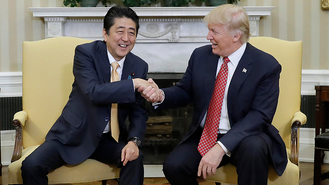 US President Donald Trump, right, meets with Japan's Prime Minister Shinzo Abe at the White House (Photo: AP)