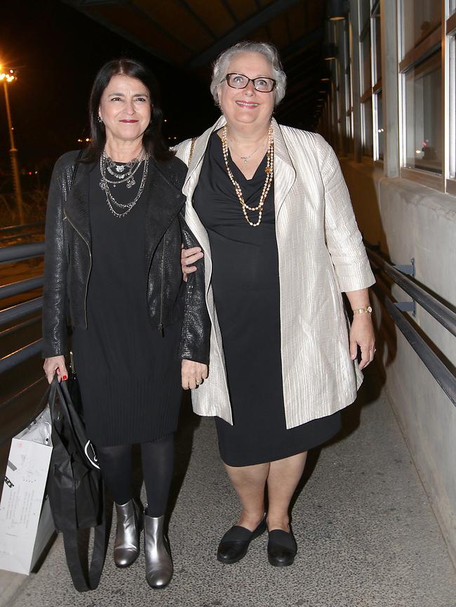 """באה לשמוח. אמא של אסתי גינזבורג ד""""ר אדריאן וולטר (מימין) (צילום: ענת מוסברג)"""