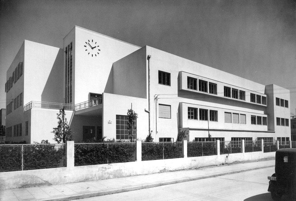 בית הספר בלפור בלב ת''א מדגים את האדריכלות של שיפמן, בהשראת הסגנון הבינלאומי, שהקנו לעיר את התואר'' עיר לבנה'' (מתוך אוסף ארכיון אדריכלות ישראל, מגדל שלום מאיר תל אביב)
