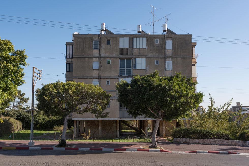 תמצית שכונות השיכונים הישראליות של שנות ה-50, רמת יוסף נבנתה כיחידה עצמאית בעיר (צילום: ליאור גרודמן)