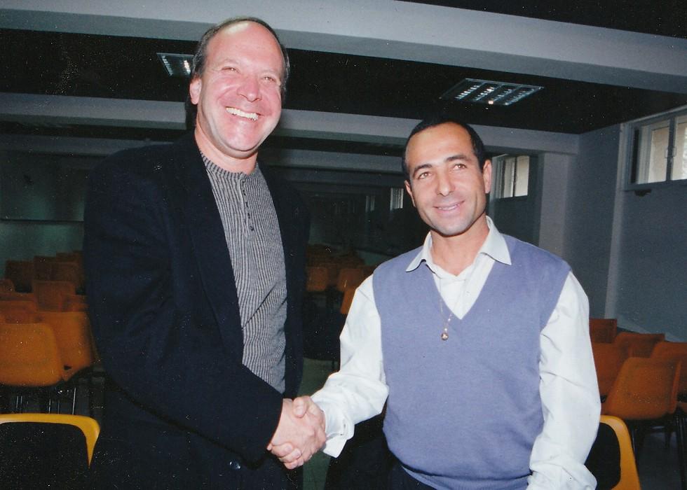 מאז התאבדותו, הפועל חיפה בירידה. רובי שפירא (משמאל) עם ויקו חדד.  (צילום: אלעד גרשגורן)