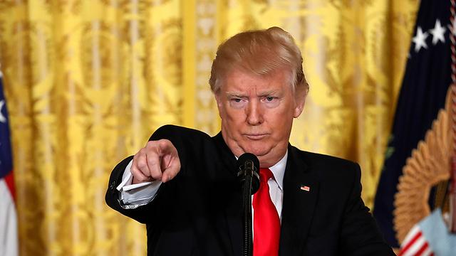 טראמפ במסיבת העיתונאים (צילום: AP)