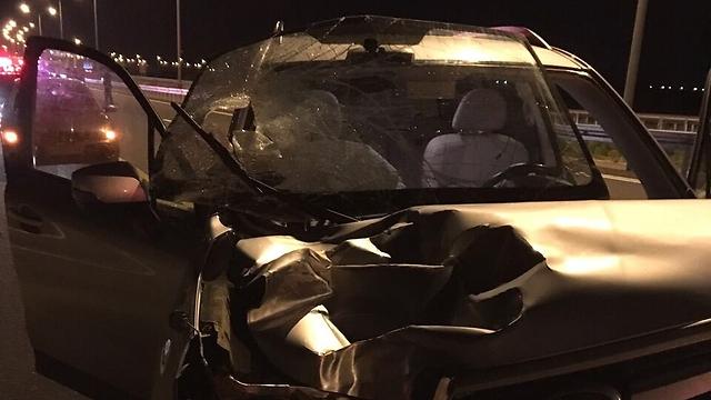 """זירת התאונה, הערב סמוך ללהבים (צילום: מד""""א)"""