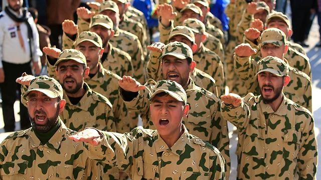 הארגון הלבנוני השיעי צובר כל הזמן ניסיון קרבי ונשק והצלת המשטר של אסד נזקפת לזכותו. לוחמי חיזבאללה (צילום: AP)