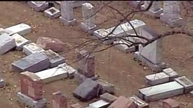 מצבות שנופצו בבית הקברות היהודי בסנט לואיס לפני שבועיים